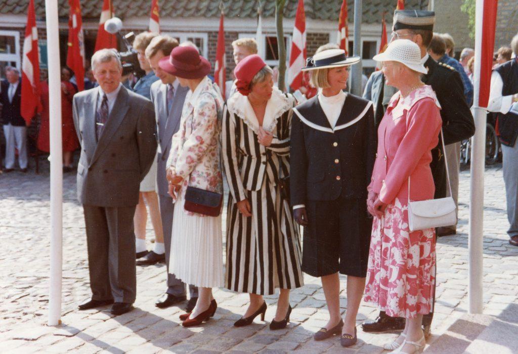 Dronningebesøg 22.5.1992. Venter på Dronningen og Prins Henrik
